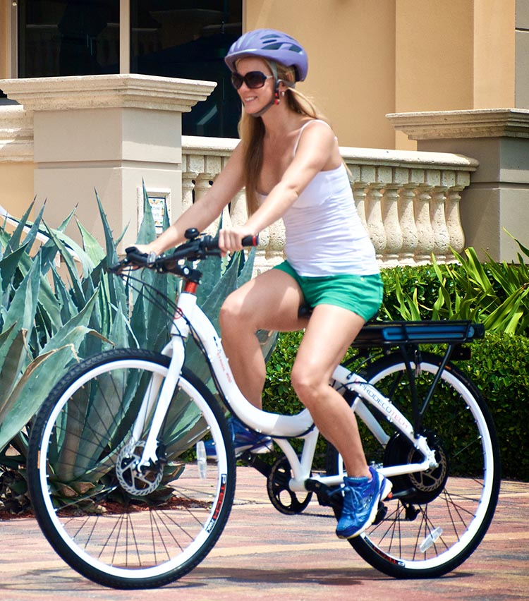 The Prodeco Stride 400 Electric Bike offers a comfortable ride. The frame style is a common unisex pattern