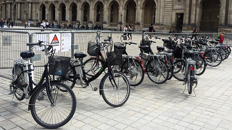 The bikes were basic, solid electric bikes in a semi-cruiser style, relaxed and easy to ride. It was also handy that each electric bike has a basic lock, so we could lock them up while we went for a walk-about with Fabien. Guided electric bike tour of Paris