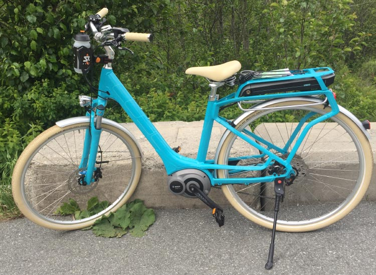 Note on this Cube Elly Ride Hybrid 400 how the crank drive motor is beautifully integrated into the design. You can read a review of this ebike here