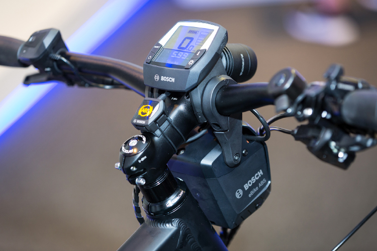 This photo shows the Bosch ABS system mounted on the handlebars