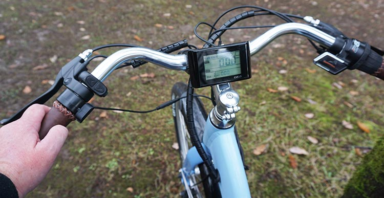 The centrally mounted backlit LCD display console supplies information, including Current, Average and Maximum Speed, plus Odometer (total miles on the bike) and Trip mileage (miles traveled on the current ride).