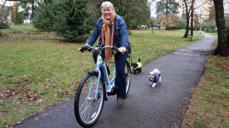 Maggie test riding the Evelo Galaxy ST e-bike