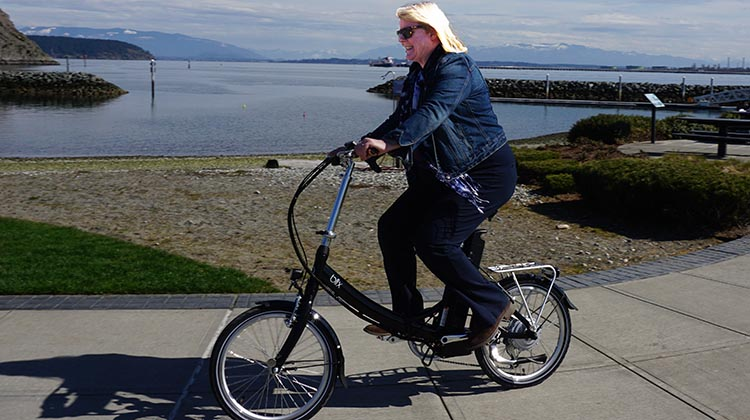 Folding e-bikes. Maggie and I had a blast test riding the Blix Vika+ foldable electric bike down at Puget Sound