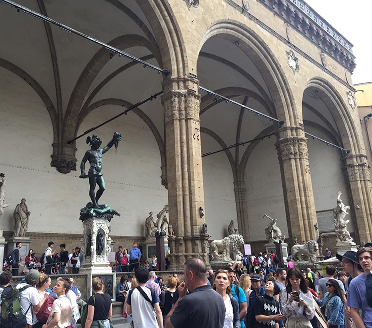 Our Electric Bike tour of Florence: We have never seen so many tourists in one place as in the Piazza della Signoria on a sunny afternoon. This photo does not really manage to capture it, but it does show the extraordinary outdoor gallery adjacent to the Uffizi Gallery